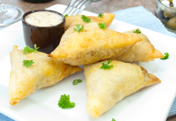 Moroccan lamb filo pastries recipes for food lovers for Phyllo dough recipes appetizers indian