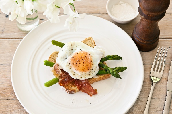 eggs, asparagus and prosciutto