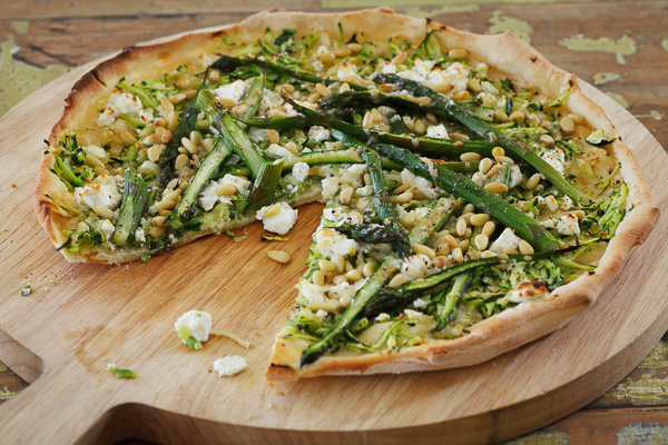 asparagus and goat's cheese pizza